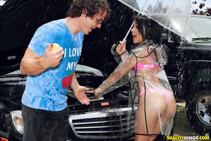 RKPrime.com / RealityKings.com: Holly Hendrix - Roadside Rescue [SD] (372 MB)