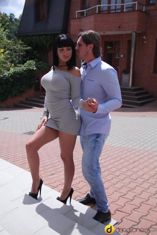 DaneJones, SexyHub: Valentina Ricci - Long legs and heels raven temptress (SD/480p/299 MB) 29.08.2017