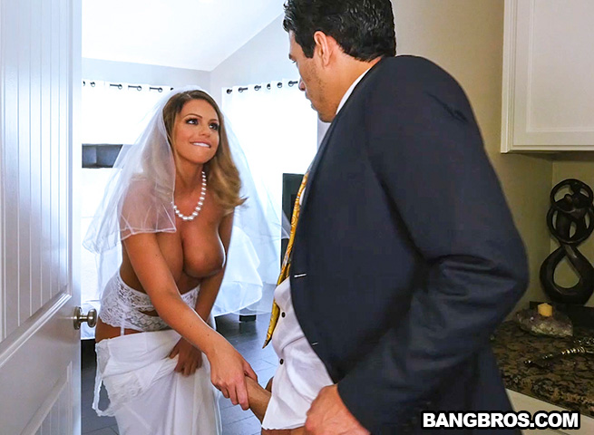 BangBrosClips.com / BangBros.com - Brooklyn Chase - Sex With Future Step-Mom [SD, 480p]