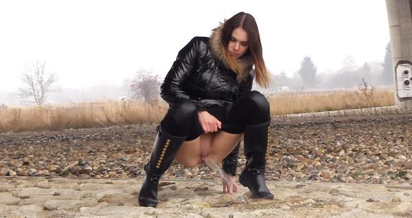 Jessica Bell - Pissing scene (FullHD 1080p)