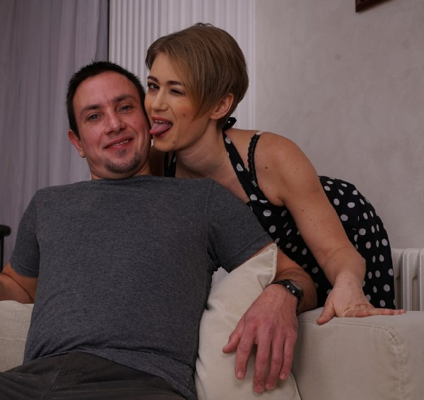 Alana R. (41) - Horny Housewife fucking and sucking (2017 / Mature.nl)  [FullHD / 1080p/ 1.22 Gb]