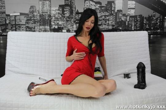 Hotkinkyjo: Red dress and big black dong (FullHD/1080p/484 MB) 11.08.2017