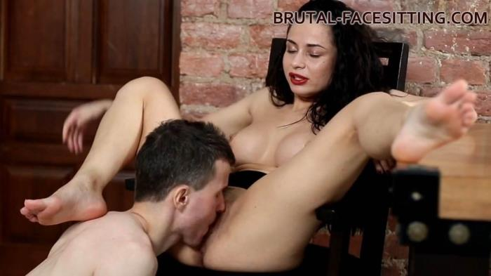 Brutal-Facesitting.com - Kristall Rush - Facesitting [HD, 720p]
