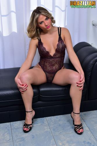 Luana Pacheco / IS BACK IN SEXY LINGERIE (17.08.2017/brazilian-transsexuals.com/FullHD/1080p)