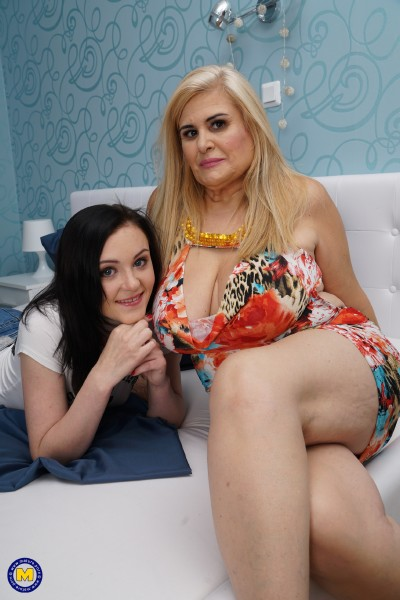 Kasia (20), Musa Libertina (EU) (52) - 2 old and young lesbians playing with eachother  (2017/Mature.nl/SD/540p)