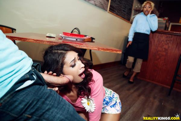 Kitty Catherine - Dine And Cash - StreetBlowJobs.com / RealityKings.com (SD, 432p)
