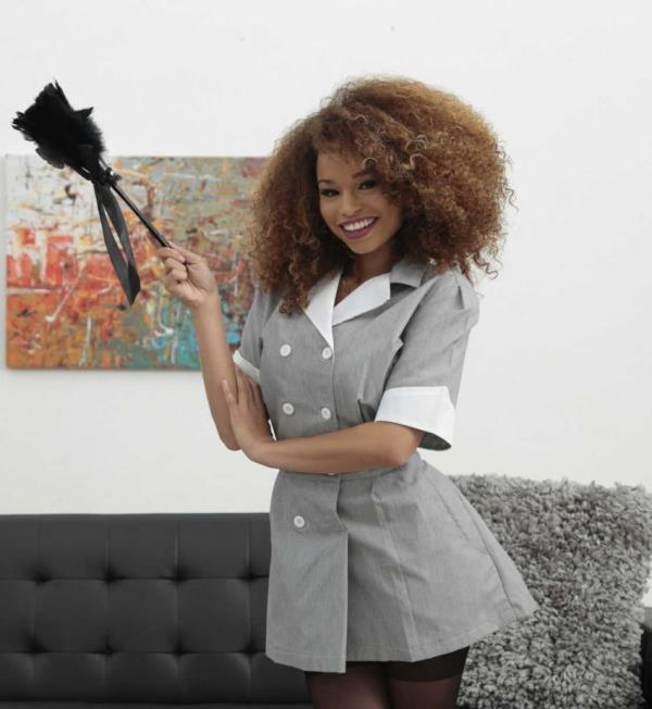Cecilia Lion - Maid To Get Dirty (RoundandBrown/RealityKings)  [HD 720p]