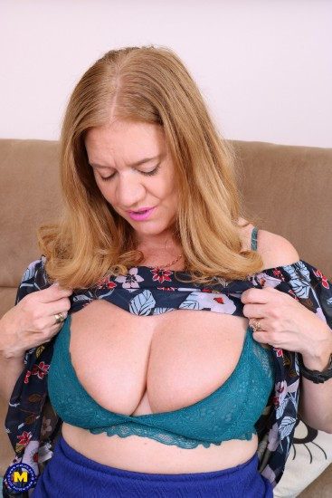 Lily May (EU) (48) - British big breasted housewife fingering herself [SD 540p]  - Mature