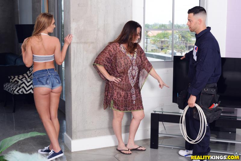 SneakySex.com / RealityKings.com: Daisy Stone - Fucking The Cable Guy [SD] (205 MB)