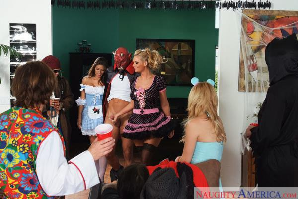 Madelyn Marie & Phoenix Marie - 2ChicksSameTime.com / NaughtyAmerica.com (SD, 360p)