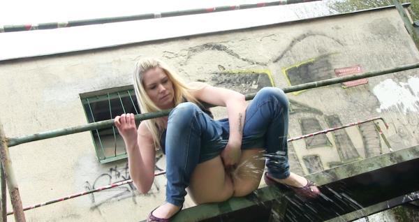 Claudia Macc - Pissing scene (FullHD 1080p)