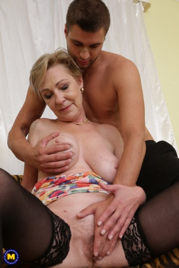 Maris (53) - Mature lady doing her toyboy (Milf) - Mature   [SD 540p]