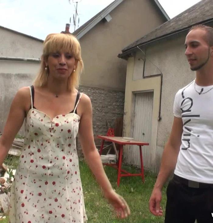 Zhelia - Zhelia, 38ans, hotesse de caisse (2017 / JacquieEtMichelTV)  [FullHD / 1080p/ 2 Gb]