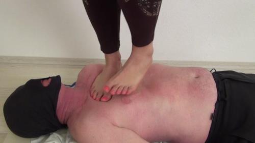Clarissa trampling barefoot [FullHD, 1080p] [Clips4sale.com]