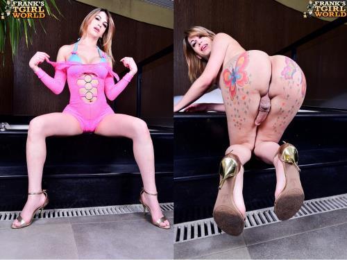 Samantha Pugliese / Hot Samantha In The Bathroom! [HD, 720p] [Franks-TGirlWorld.com]