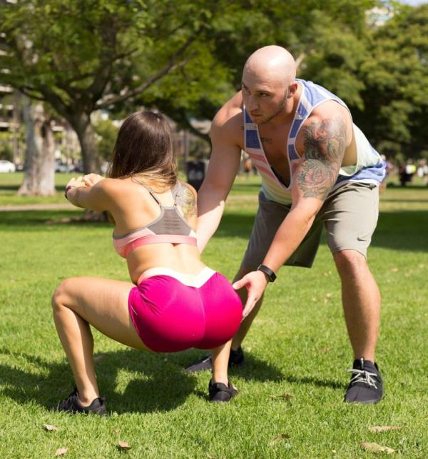 Alexia - Marine works out in a public park with her boyfriend (Brickyates.com)  [FullHD 1080p]