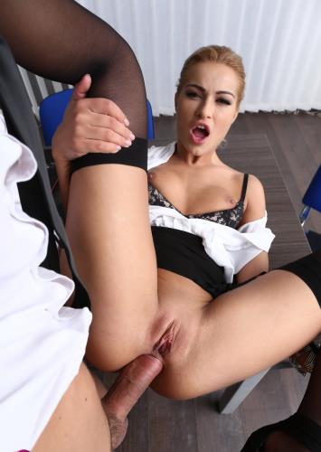 Cherry, the anal secretary - Cherry Kiss (SiteRip/DorcelClub/FullHD1080p)