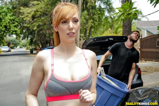 BigNaturals, RealityKings: Lauren Phillips - Moving In On Busty Neighbor (SD/432p/217 MB) 07.09.2017