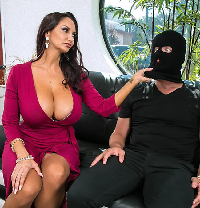 Brazzers/MommyGotBoobs -  Ava Addams - Moms Panty Bandit  [HD 720p]