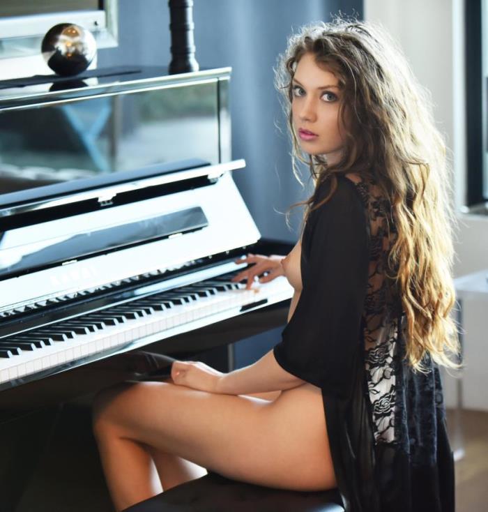 X-Art: Elena Koshka - Piano Concerto  [HD 720p] (470.57 Mb)