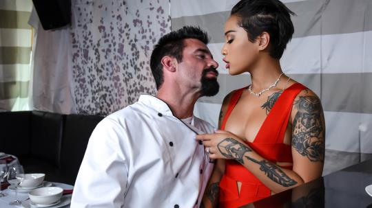 BrazzersExxtra, Brazzers: Honey Gold - Tasting The Chef (SD/480p/346 MB) 20.09.2017