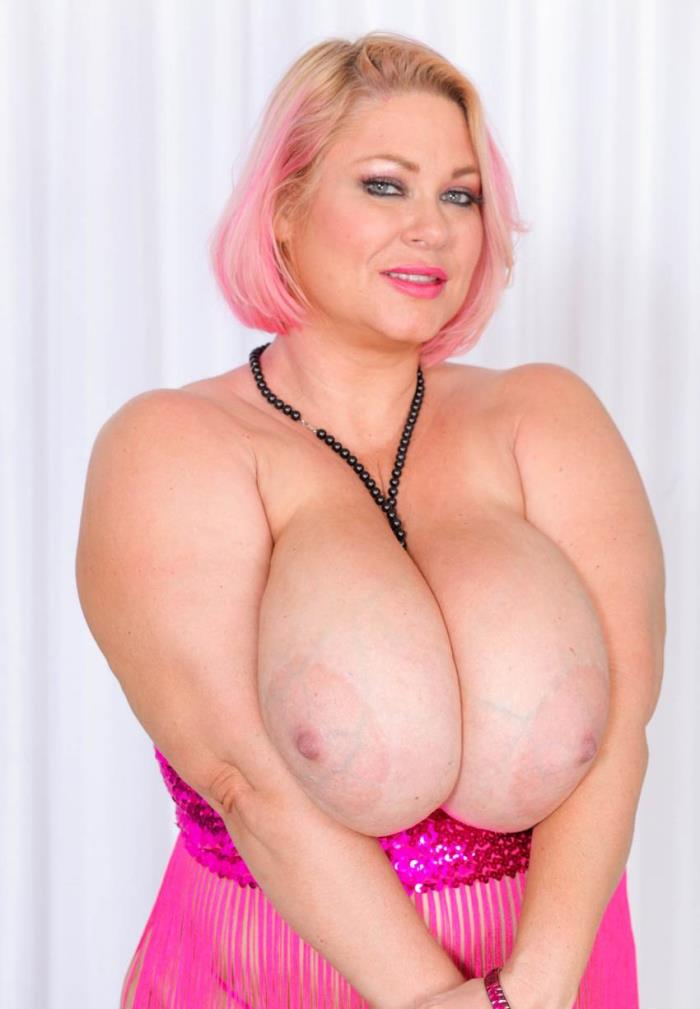 PlumperPass: Samantha 38G - Camermans Cock  [HD 720p] (561.33 Mb)