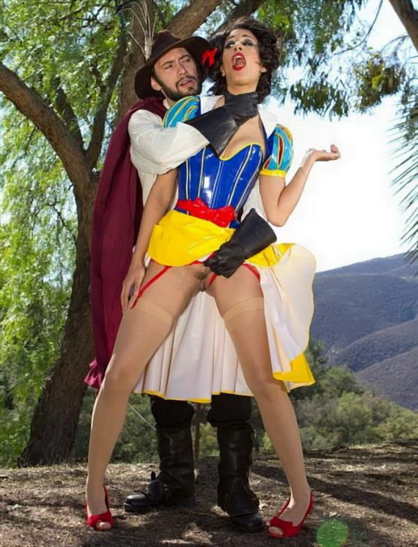 Lyla Storm - Fairytale Princess Gangbang!  [SD 540p]