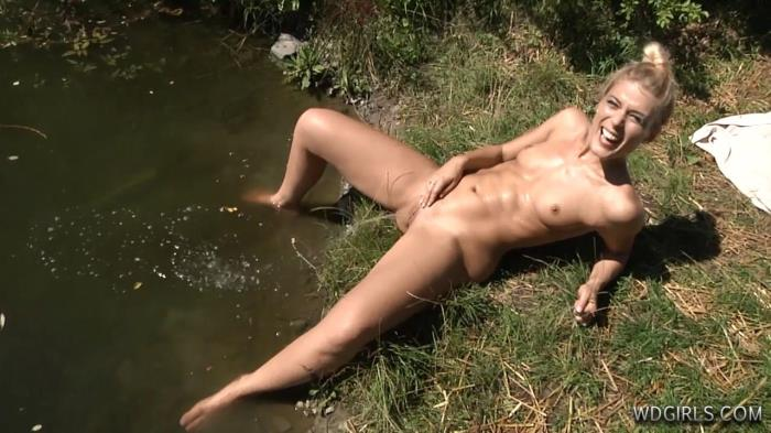 Drunk merry blonde pissing in the fresh air 3 times (WD) HD 720p