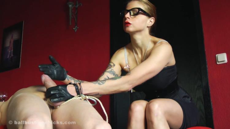 Domina Hera - Harassing and punishing her servant [Clips4Sale, BallBustingChicks / FullHD]