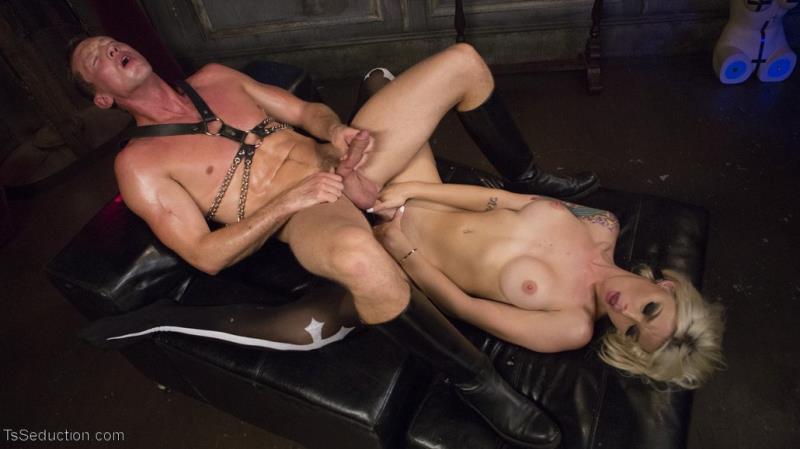 TsSeduction.com/Kink.com: Aubrey Kate & Pierce Paris / Sister Aubrey Kate Punishes Priest Pierce Paris [SD] (431 MB)