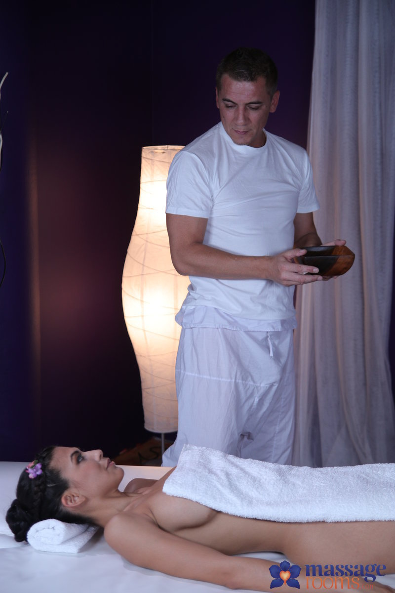 (Massage / MP4) Heather Vahn - Hot brunette has multiple orgasms MassageRooms.com / SexyHub.com - SD 480p