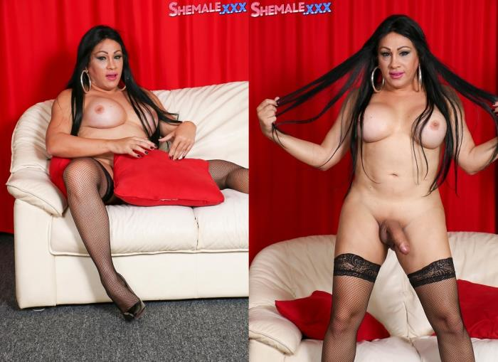 Dayana Sharing The Goodies! (SheMale) HD 720p