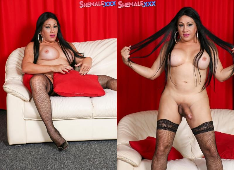 SheMale.xxx: Dayana Sharing The Goodies! [HD] (565 MB)