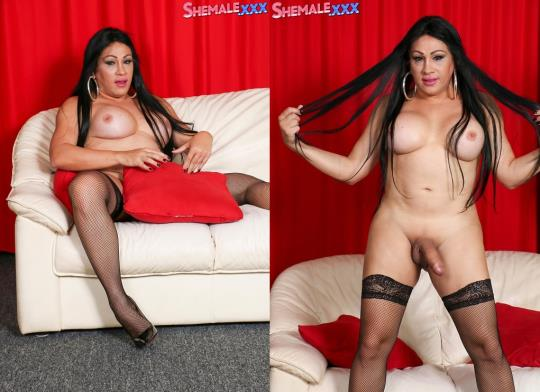 SheMale: Dayana Sharing The Goodies! (HD/720p/565 MB) 14.09.2017