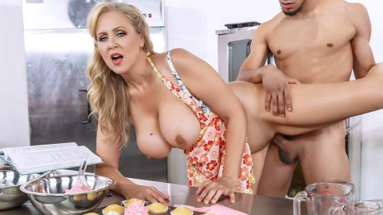 MilfsLikeItBig, Brazzers: Julia Ann - Glazed and Cumfused (SD/480p/541 MB) 04.09.2017