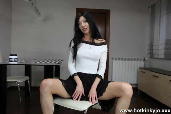 Hotkinkyjo.xxx - White and black anal fisting [HD, 720p]