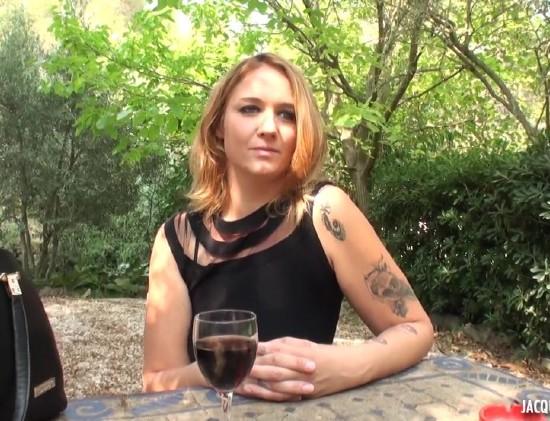 JacquieEtMichelTV: Sarah - Sarah repousse ses limites !  [HD 720p]  (French)