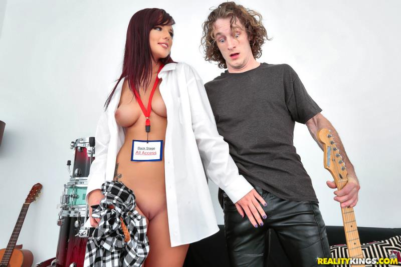Pure18.com / RealityKings.com: Scarlett Mae - Backstage Pass [SD] (318 MB)