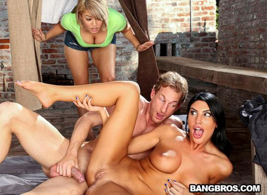 BigTitsRoundAsses, BangBros: August Ames - Best Way To Fuck When You're Horny (SD/480p/288 MB) 29.09.2017
