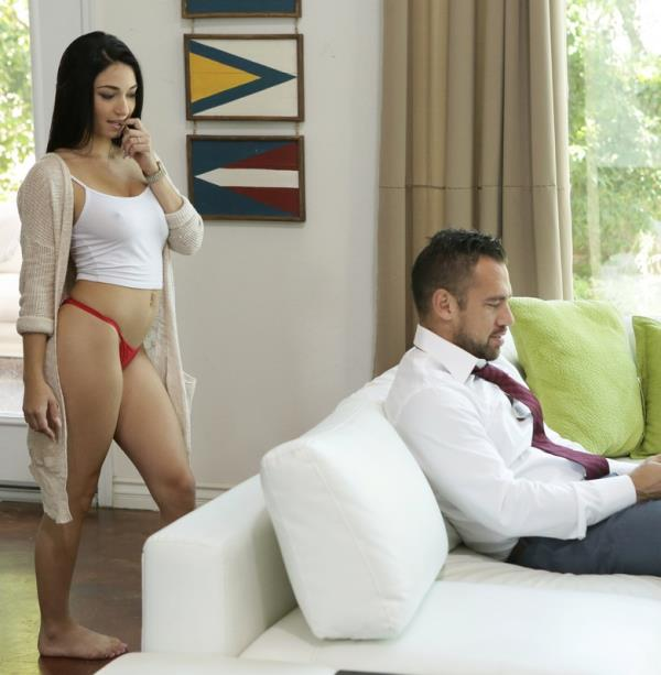 Crystal Rae - Busting Out (Nfbusty)  [HD 720p]