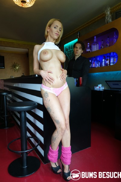 BumsBesuch/PornDoePremium: Anike Ekina - German blonde pornstar Anike Ekina fucks newbie bartender and eats his jizz  [SD 480p]  (Milf)