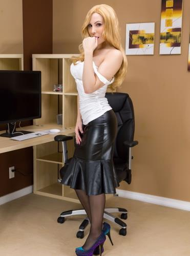 Office Fling - Katie Banks (SiteRip/KatieBanks/FullHD1080p)
