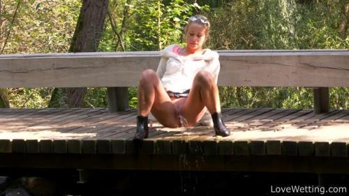 Licky Lex - Pissing scene [FullHD, 1080p] [LoveWеtting.com]