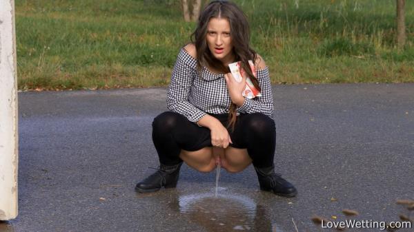 Nicolette pissing on road - LoveWetting.com (FullHD, 1080p)