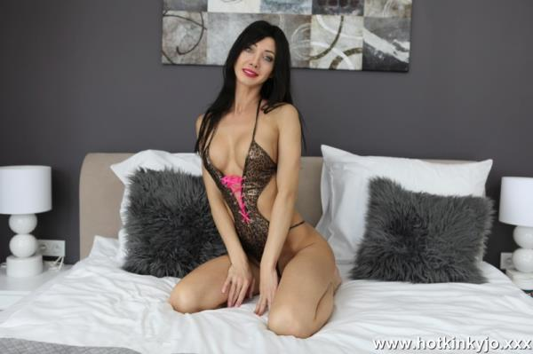 Hotkinkyjo - Sexy suit and white dong in the ass [HD, 720p]