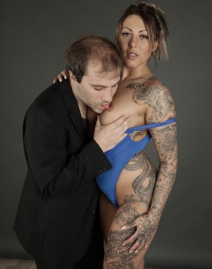 BumsBesuch/PornDoePremium - Mia Blow - Slutty tattooed German pornstar Mia Blow fucks fanboy and eats his jizz   [SD / 480p / 472.36 Mb]