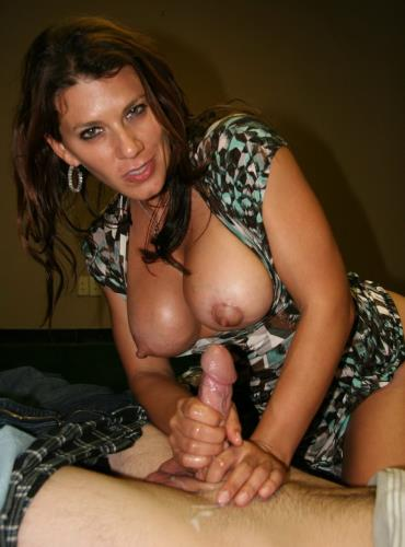 In Giving Mom Stockholm Syndrome - Leena Sky (SiteRip/Clips4sale/HD720p)