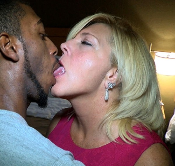 Amateurs - She Likes It Big And Black (PrivateSociety.com) - [HD 720p]