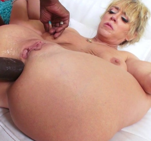 Dee Williams - Soccer Mom Dee Williams Wants A Big Black Dick In Her Ass (UpHerAsshole.com/PervCity.com)  [HD 720p]