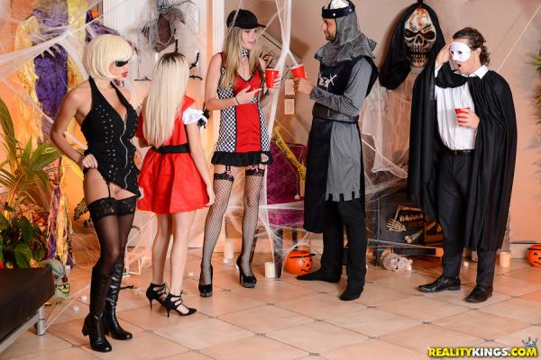 RKPrime, RealityKings: Victoria June - Keep Your Mask On (SD/432p/386 MB) 29.10.2017